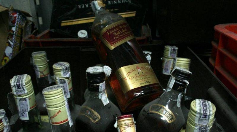 Con el desabasto de bebidas alcohólicas aumenta la cifra de muertos a 100 por alcohol adulterado