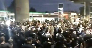 Así fue el enfrentamiento entre manifestantes y policías durante marcha por el accidente del Metro en Tláhuac